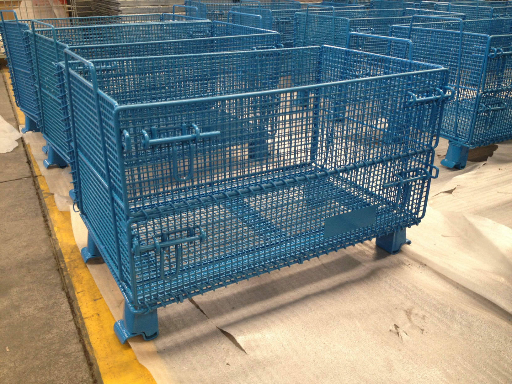 Custom Containers | Folding Wire Containers | Warehouse Rack and Shelf